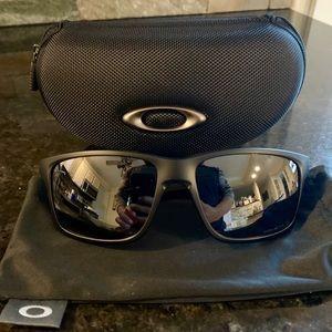 NWT 🕶 OAKLEY XL black matte sunglasses w/ case